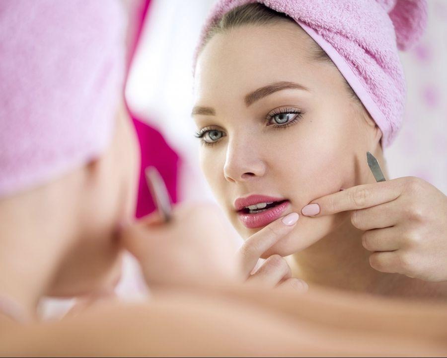 Te-ai confruntat vreodată cu acneea? Atunci trebuie să știi asta!